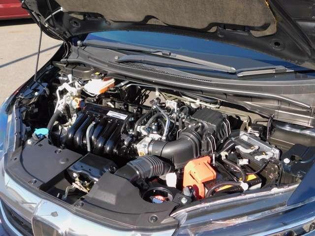 エンジン・より少ない燃料で大きなパワーを引き出すために、アトキンソンサイクル採用の1.5L i-VTECエンジンと 高出力モーターを組み合わせ、低燃費とパワフルさを両立