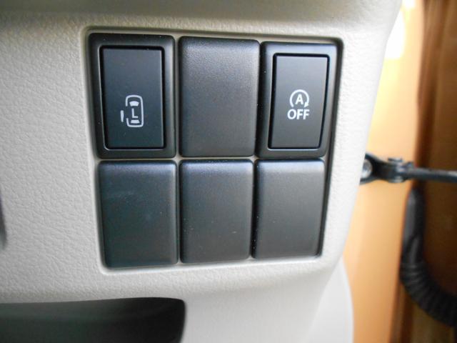 後席左側のドアを運転席から開けられるスイッチ、アイドリングストップのオフスイッチです!!