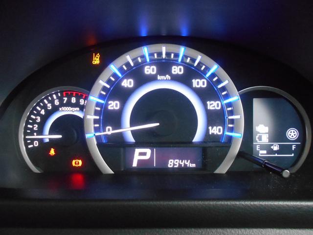 ブルーからグリーン、ホワイトに変化する証明の色でエコドライブをサポートするメーターパネル★液晶ディスプレーには様々な車両情報を表示できます♪