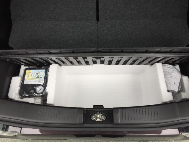 省スペース、省資源のためスペアタイヤを無くし、パンク修理キットを搭載しています。