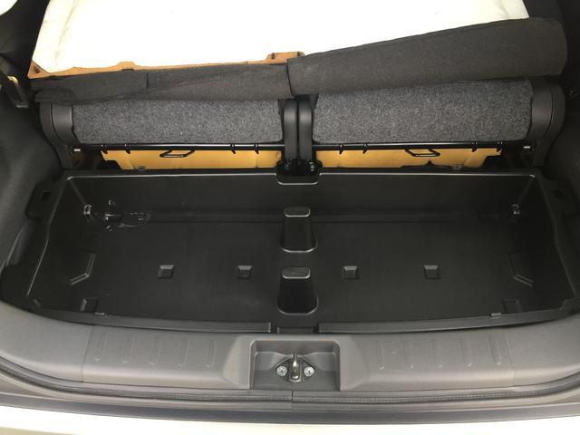ラゲッジスペースは取り外しもできるボックスがございます。軽自動車ではありますが、多く収納もできるのが特徴です!