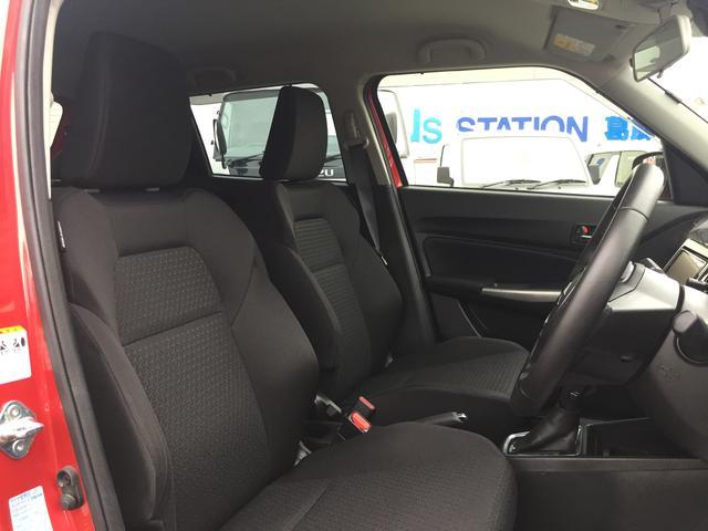 運転席のシートアレンジは前後のスライドで高さ調節、リクライニングが行えます!