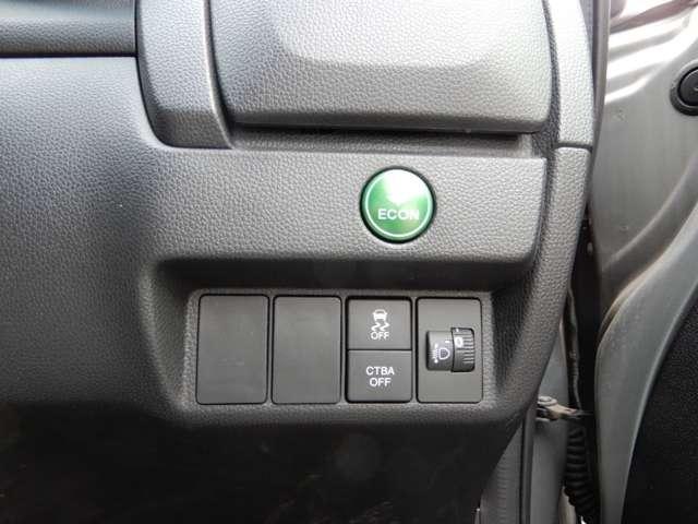 運転席右側に横滑り防止【VSA】のスイッチや衝突軽減ブレーキ【CTBA】のスイッチ、ECONのスイッチ等がついています。