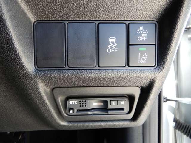 運転席右側にETCや衝突軽減ブレーキ【CMBS】のスイッチ等がついています。