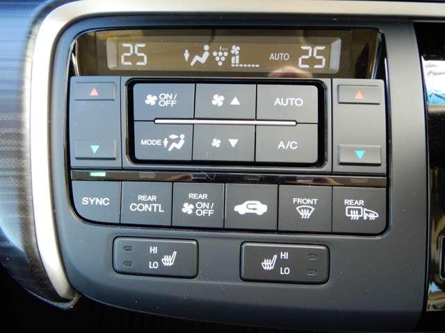 エアコンスイッチの下にシートヒーターのスイッチがついています。