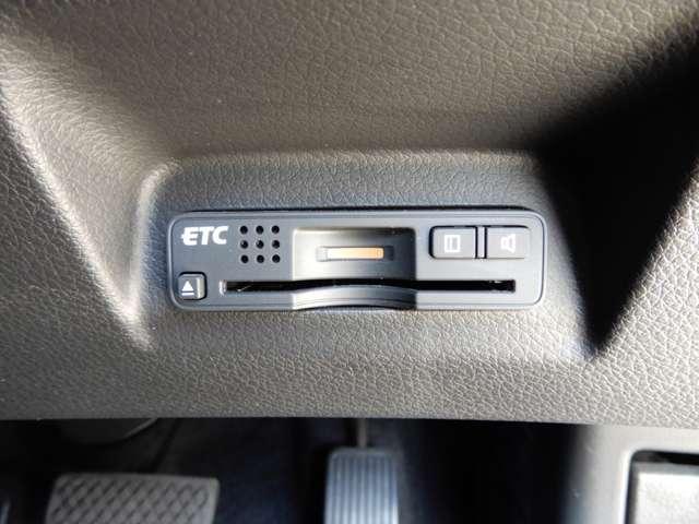 運転席右下にETCがついています。