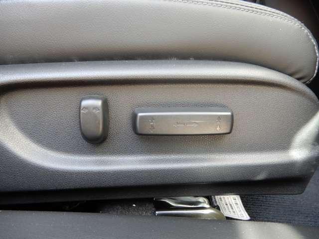 電動リクライニングシートのスイッチがついています。