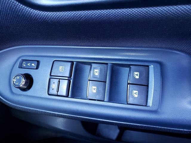 Si 専用エアロ!9インチSDナビ!フルセグTV!Bluetooth接続可!ETC!両側電動スライドドア!アイドリングストップ!LEDヘッドライト!スマートキー!プッシュスタート!デュアルエアコン!7人乗り(8枚目)