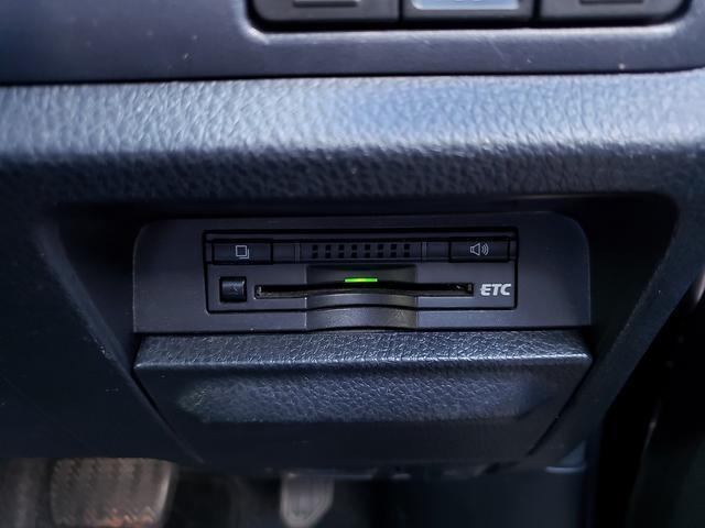 Si 専用エアロ!9インチSDナビ!フルセグTV!Bluetooth接続可!ETC!両側電動スライドドア!アイドリングストップ!LEDヘッドライト!スマートキー!プッシュスタート!デュアルエアコン!7人乗り(9枚目)