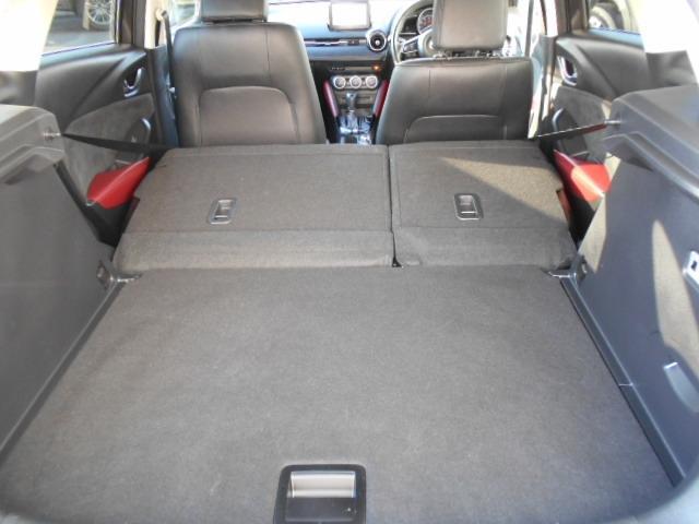後席をすべて倒すと大容量の荷室を確保できます!