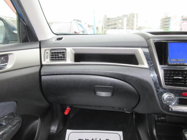 2.0i-S 4WD SDナビ フルセグ DVD CD 後席フリップダウンモニター プッシュスタート スマートキー HID ETC 純正17インチAW(10枚目)