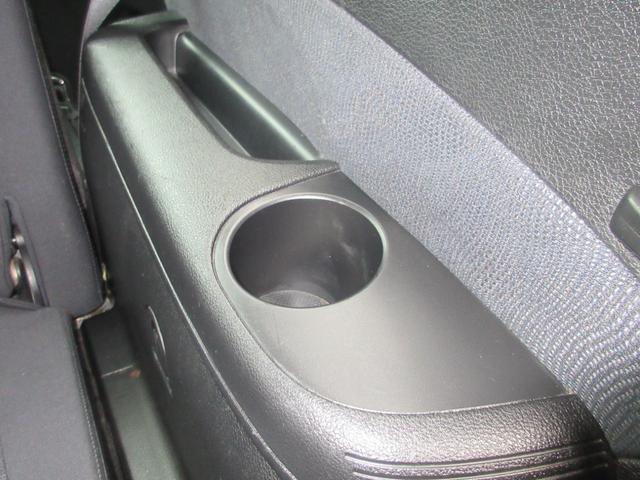 2.0i-S 4WD SDナビ フルセグ DVD CD 後席フリップダウンモニター プッシュスタート スマートキー HID ETC 純正17インチAW(31枚目)
