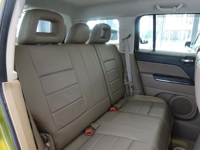 乗車人数は5人!後席は大人も余裕で座れる広さです!