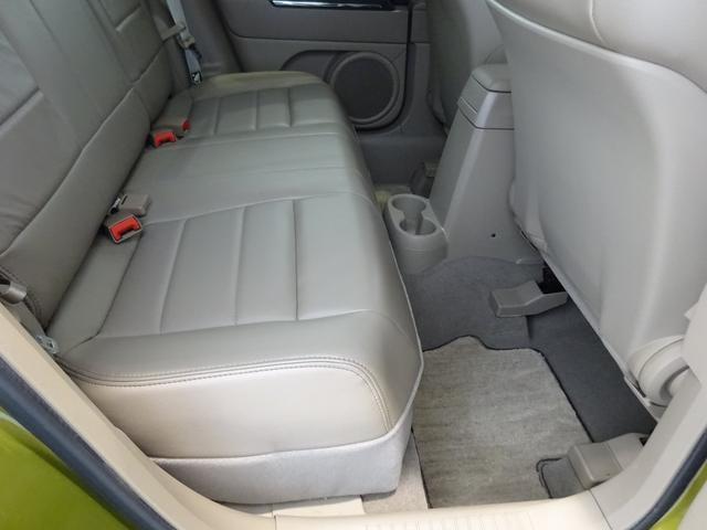 セカンドシートのレッグスペースにも十分な広さを確保