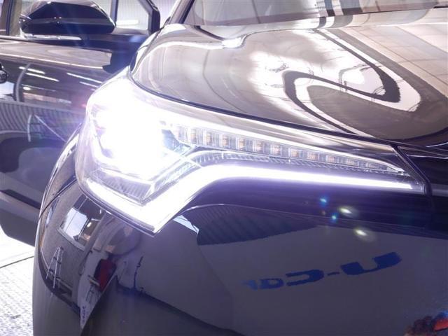 LEDヘッドライトとLEDフォグランプで、前方を明るく照射しながら省電力にも寄与します。