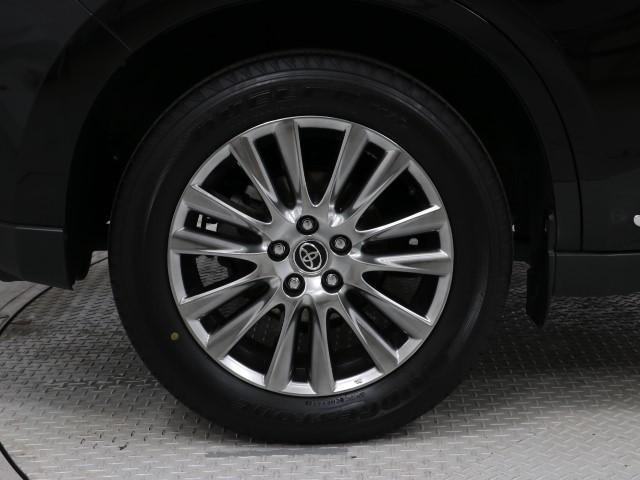 かっこいいホイールですね。 車のイメージを大きく左右するホイール部分はコダワリを持ちたいですね。