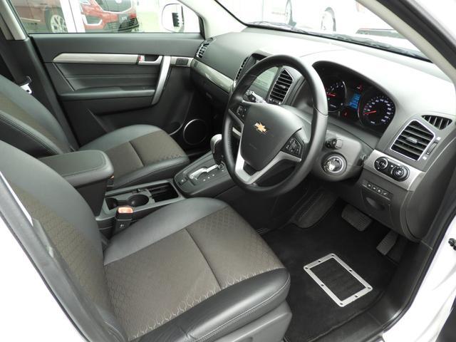 ベースグレード 電子制御AWD 3列シート7人乗り バックカメラ アップルカープレイ・アンドロイドオート対応 右ハンドル ETC ハーフレザーシート ルーフレール 純正19インチAW 運転席パワーシート(4枚目)