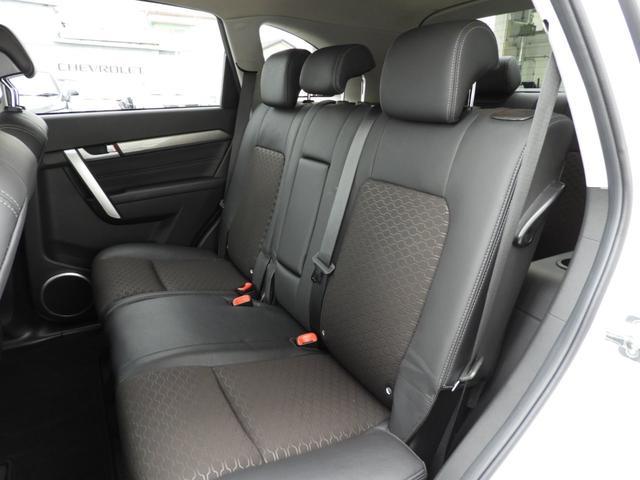 ベースグレード 電子制御AWD 3列シート7人乗り バックカメラ アップルカープレイ・アンドロイドオート対応 右ハンドル ETC ハーフレザーシート ルーフレール 純正19インチAW 運転席パワーシート(7枚目)