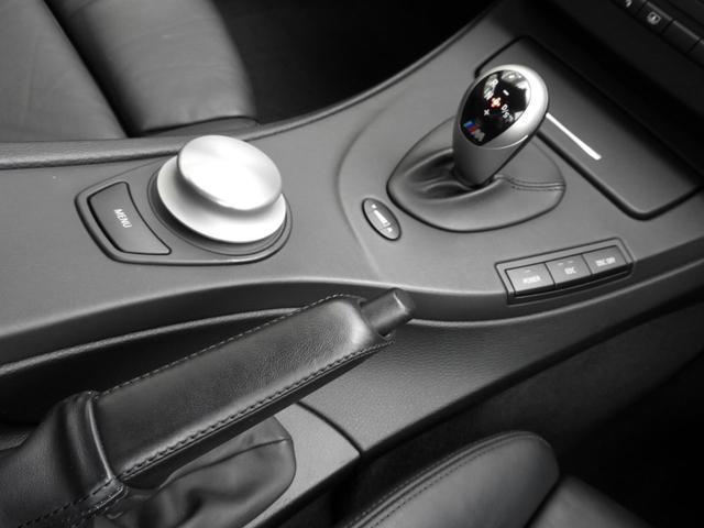 M3クーペ 4.0L V8 7速DCT 19インチアルミホイール アクラボビッチマフラー カーボンルーフ&リップスポイラー 電子制御ダンパーコントロール パドルシフト 電動シート シートヒーター 電動リアシェード(9枚目)
