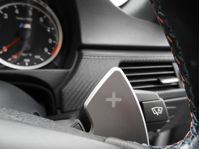 M3クーペ 4.0L V8 7速DCT 19インチアルミホイール アクラボビッチマフラー カーボンルーフ&リップスポイラー 電子制御ダンパーコントロール パドルシフト 電動シート シートヒーター 電動リアシェード(13枚目)