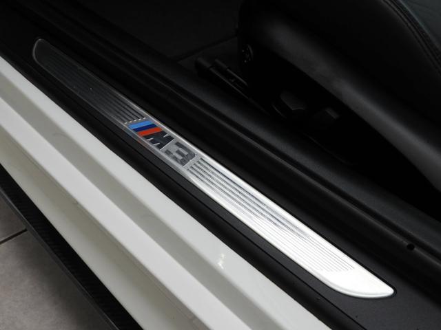 M3クーペ 4.0L V8 7速DCT 19インチアルミホイール アクラボビッチマフラー カーボンルーフ&リップスポイラー 電子制御ダンパーコントロール パドルシフト 電動シート シートヒーター 電動リアシェード(24枚目)