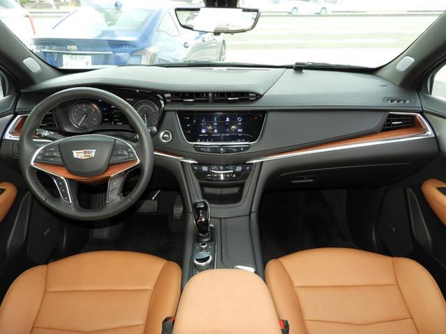 プレミアム 法人ワンオーナー スマートキー リモートエンジンスタート パワーテールゲート アップルカープレイ対応 シートヒーター レザーシート LEDヘッドライト 9速AT V6エンジン 切替式4WD(5枚目)