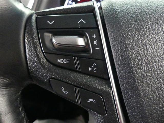 【ステアリングスイッチ】ハンドルにある操作スイッチでステレオのボリュームやソースの変更が出来ます。