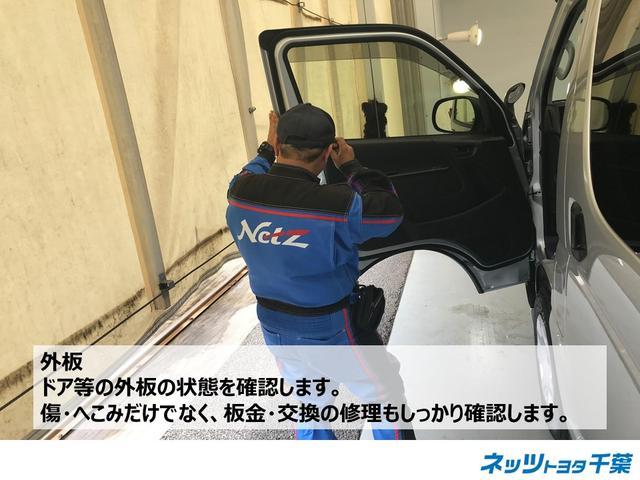 認定検査員が車両検査を行っております!外板の確認もしております。ドア等の外板の状態を確認しております。傷やへこみだけではなく板金・交換の修理も確認します。