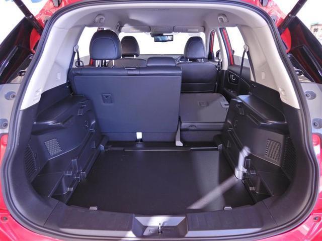 【シートアレンジ】リヤのシートは分割式で倒れます。全部が倒れないので必要な容量分だけ荷室を拡張できます