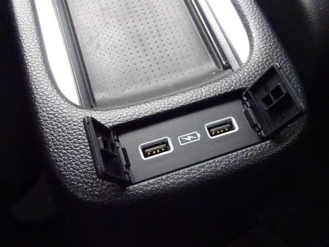 e:HEVホーム 当社デモカー ドラレコ 8インチナビ スマートキー アイドリングストップ 衝突被害軽減ブレーキ 元試乗車 LEDヘッドライト Rカメラ オートエアコン オートハイビーム キーレス 地デジ CD ETC(4枚目)