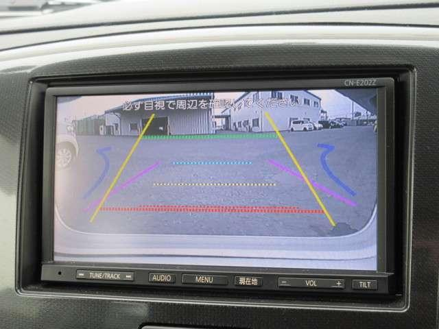 バックをするとき自動でリアの様子が映る『リアカメラ』付き! ナビ画面で確認しながらバックができますから安心ですね。でも、目視も大切ですよ!安全第一でお願いします