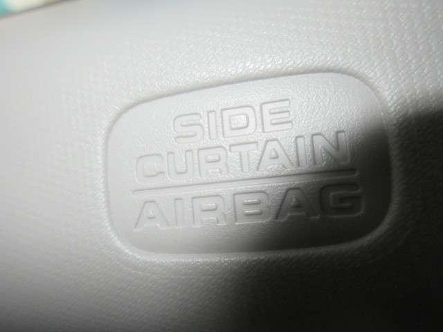 確かな安全性のサイドカーテンエアーバックは、さまざまな体格、乗車姿勢の「人」へ全席で優れた保護性能を発揮させるために、事故実態を含め徹底的にサイドカーテンエアバッグの検証・テストを重ねた結果です。
