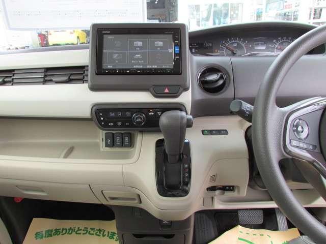 G・Lホンダセンシング 安全運転支援システム 元当社試乗車 純正メモリーナビゲーション Bluetooth インターナビプレミアム リアカメラ ETC サイドエアバッグ カーテンエアバッグ オートエアコン ワンオーナー(9枚目)