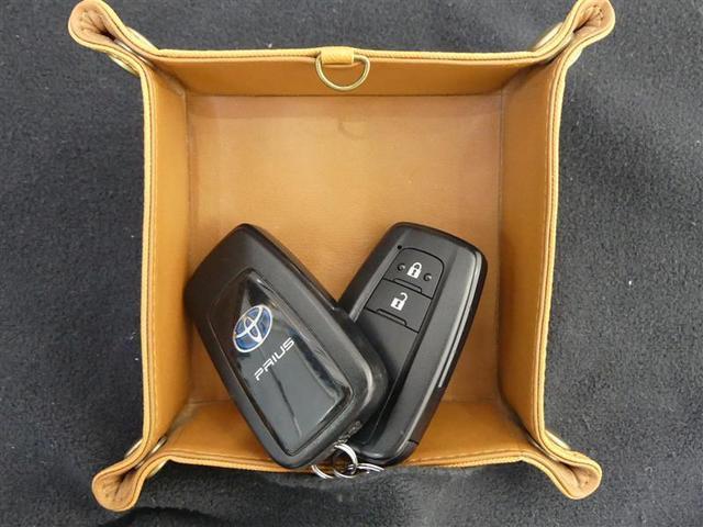 S フルセグ メモリーナビ バックカメラ 衝突被害軽減システム ETC LEDヘッドランプ ワンオーナー DVD再生 ミュージックプレイヤー接続可 記録簿 安全装備 オートクルーズコントロール ナビ&TV(18枚目)
