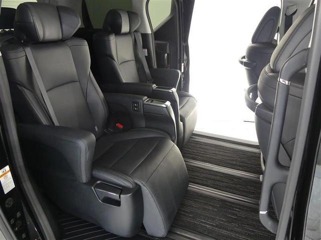 後席のみんなもテレビやDVDを観ましょ ♪楽しい空間、快適ドライブを♪見逃せない装備!!