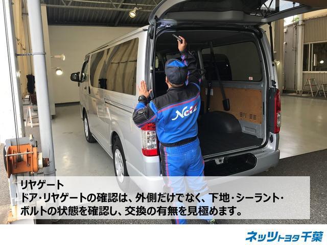 認定検査員が車両検査を行っております!ドア・リヤゲートの確認もしております。外側だけでなく、下地・シーラント・ボルトの状態を確認し、交換の有無もチェックしております。