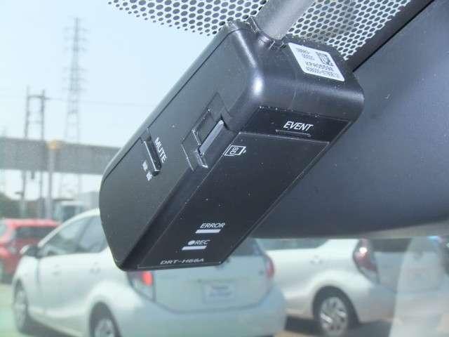 【ドライブレコーダー】・・・マイクロSDカードに走行中の前方画面を記録します。 エンジンをかけると記録開始、エンジンを切ると記録終了。