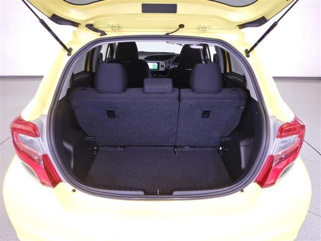 後席を前方へ倒せば、荷室が更に広く使えます。