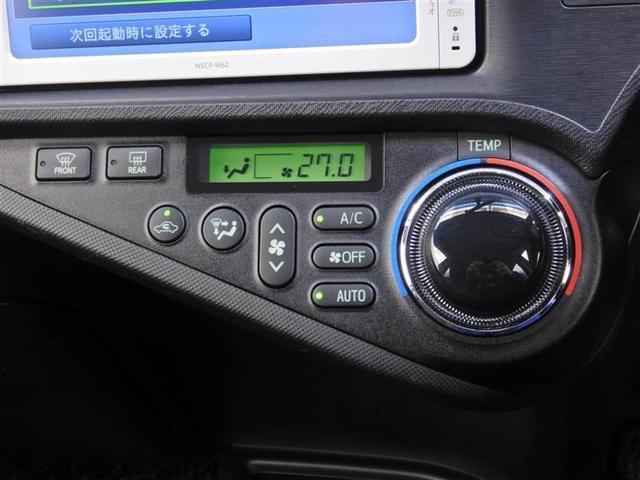【オートエアコン】・・・機能的にレイアウトされたスイッチ類。素早く室内の温度を快適に調整します。