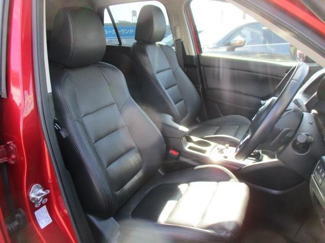 ■運転席、助手席にはシートヒーターが付いており、冬場でも快適なドライブが楽しめます。