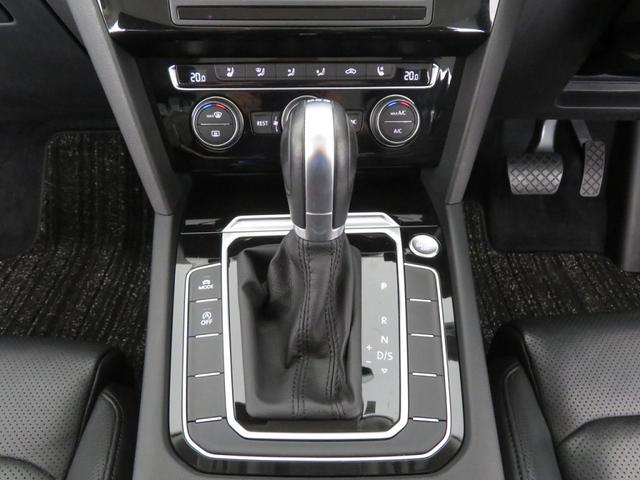 トランスミッションはギヤチェンジの切れ目がない滑らかな加速を実現する新世代「DSG」を搭載。