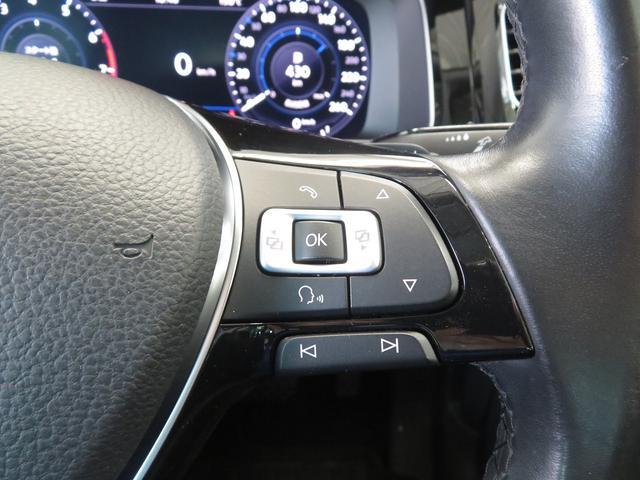 適度なホールド感と大振りのフレームに固めのウレタンフォーム。疲れにくいシットフィーリングが長距離運転でも快適な時間にしてくれます。