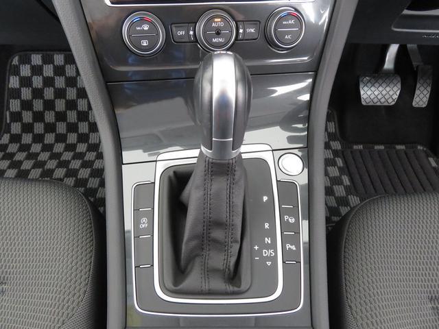 左側のハンドルスイッチはアダブティブクルーズコントロールの設定ボタン