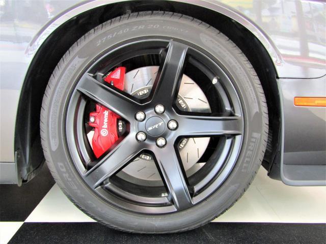 SRT ヘルキャット BCD自社輸入車 ロゴ入りブラックレザーシート レッドシートベルト ブラック20インチAW(11枚目)