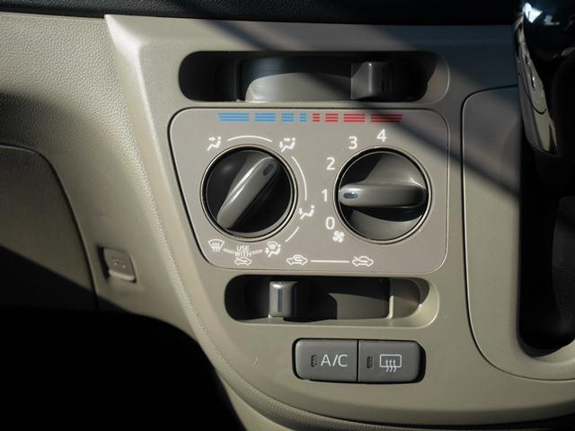 エアコンはマニュアル式。