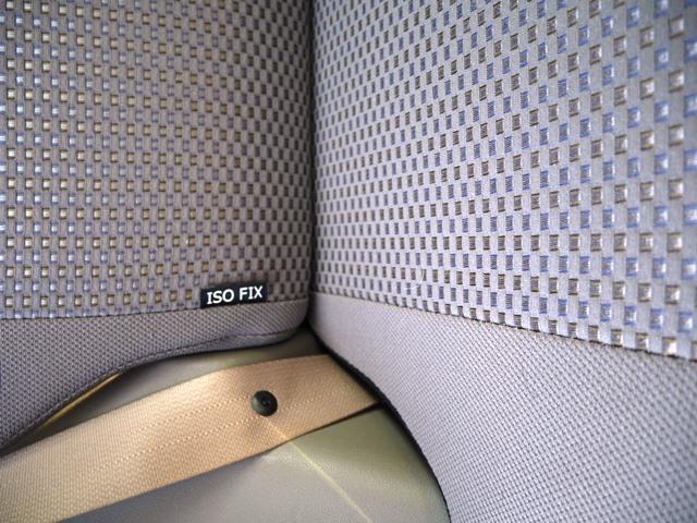 チャイルドシートはISO FIX対応のものであればワンタッチで固定できます。