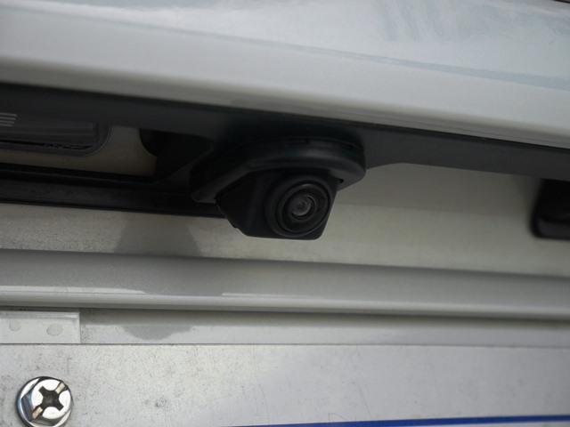 リアビューカメラ。アシスト線(ガイド線)の表示はナビ画面で選択できます。
