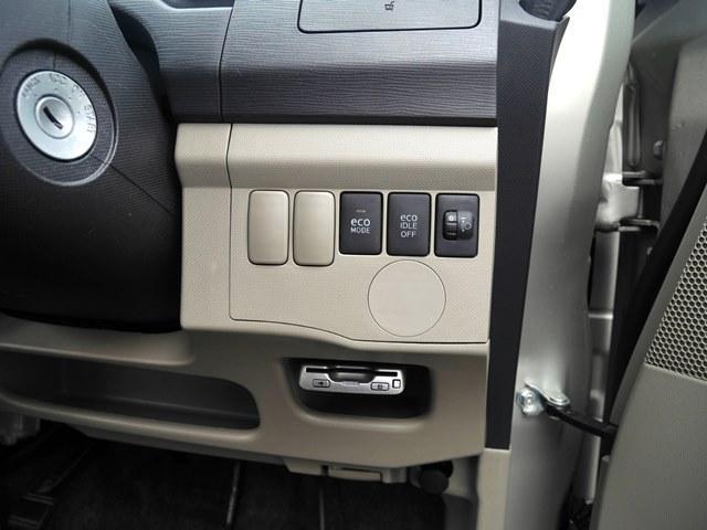 ETC部分を引いたのがこちらの写真。アイドリングストップボタンとエコモードボタンがあります。エコモードを押すとやさしい運転かどうか判定してくれます。