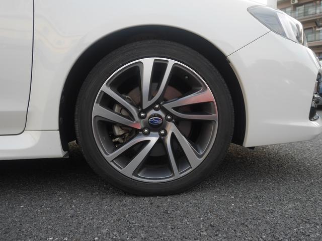 GT-Sですので18インチアルミにビルシュタイン社製ショックアブソーバーの組み合わせ。タイヤは17インチまでダウンできます。スタッドレスは18インチ不可ですのでご注意ください。