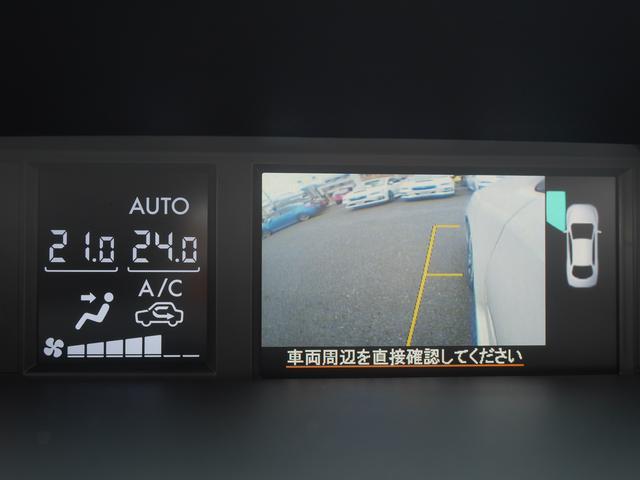 マルチファンクションディスプレイの表示のなかでサイドビューモニターの画像がこちら。リアビューカメラと連動できるほか。単独で表示させることもできます。狭い道でのすれ違いなんかのとき便利です。